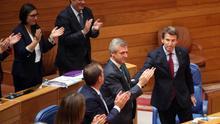 Feijóo recibe los aplausos del PP tras su intervención en el debate