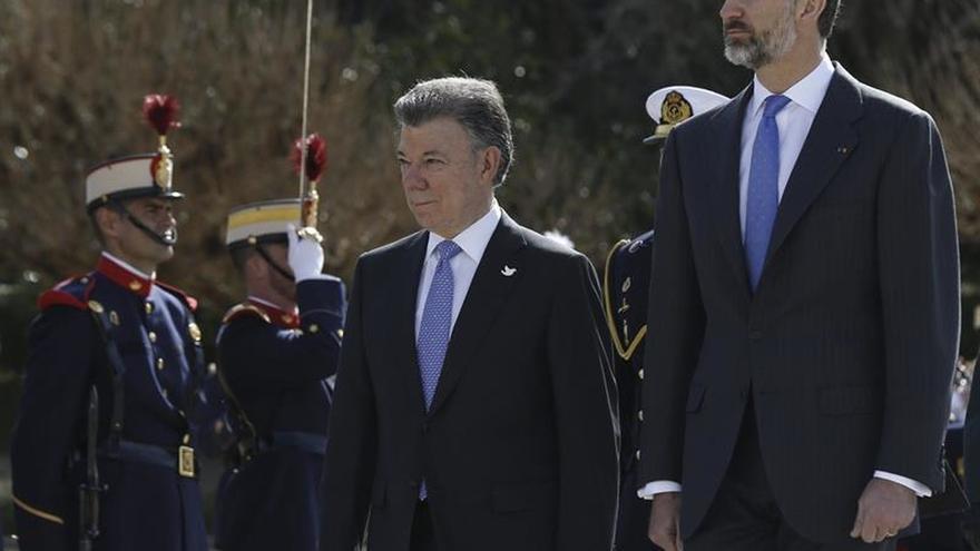 Felipe VI y Santos abordan el proceso de paz colombiano y las relaciones bilaterales