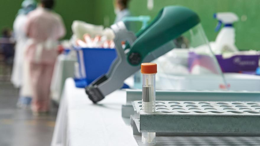 Canarias vuelve a rozar los 200 nuevos casos de COVID-19 y suma cinco fallecidos este sábado