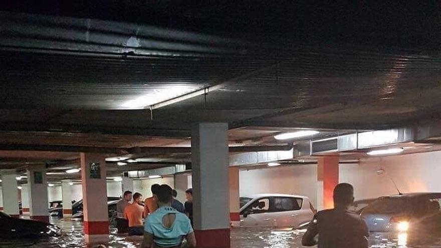 Se elevan a más de 400 las incidencias por lluvia en Andalucía, afectando ya también a Málaga y Granada