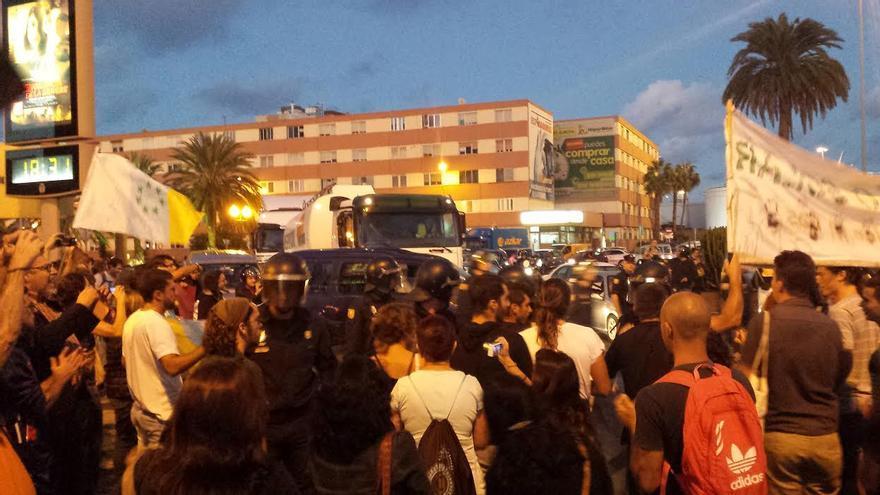 Cacerolada en la plaza de Belén María de Las Palmas de Gran Canaria.