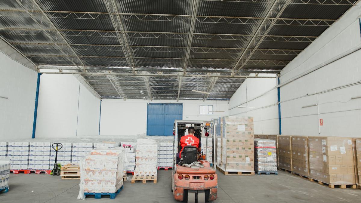 Alimentos repartidos por Cruz Roja