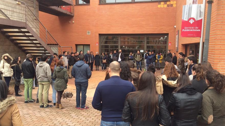 Minuto de silencio en el campus de Cuenca por las víctimas de Garissa