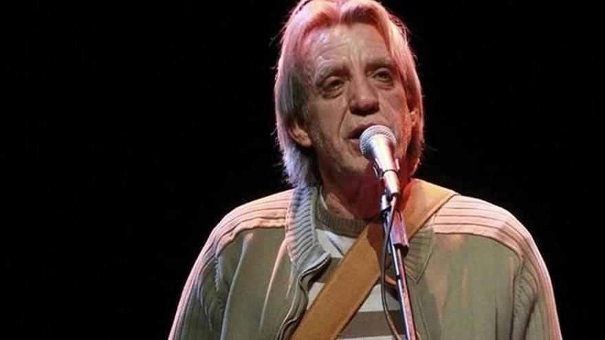El cantautor Luis Pastor