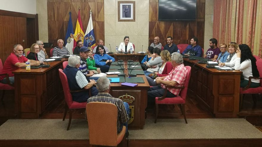 Reunión de Carmen Brito con la asociaciones de vecinos.