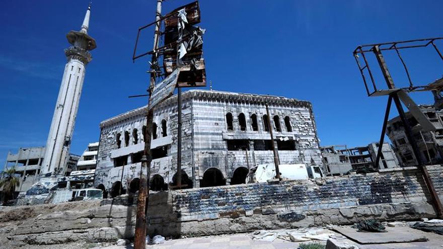 Las fuerzas gubernamentales sirias atacan zonas del EI en el sur de Damasco