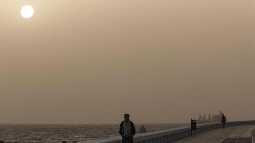 Imagen de archivo de un día con calima en Las Palmas de Gran Canaria