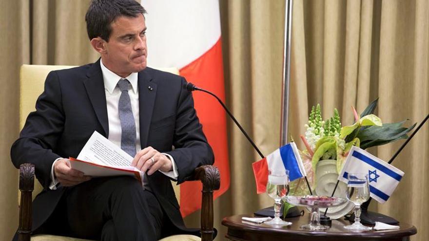 Valls promete firmeza policial contra los bloqueos de refinerías