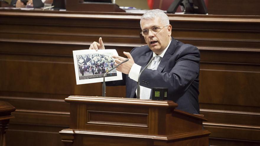 El diputado por La Palma Manuel Marcos Pérez, portavoz de Asuntos Europeos del Grupo Parlamentario Socialista, en un momento de su intervención en la Cámara regional.
