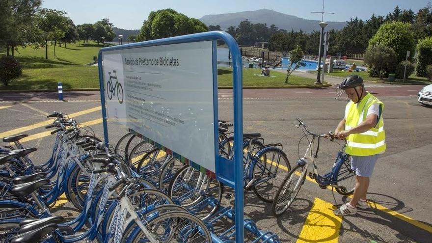 El préstamo de bicicletas estrena este verano carné de usuario, para facilitar y agilizar el servicio