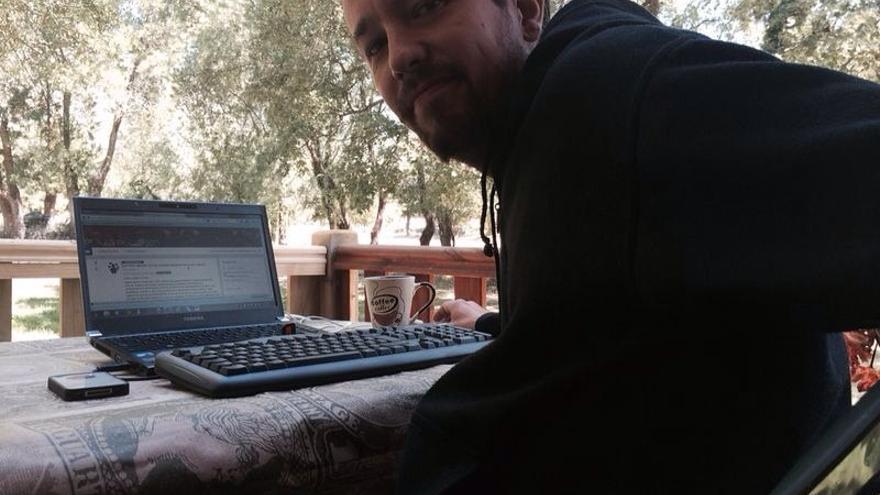 Pablo Iglesias contestando a las preguntas de los usuarios en Rueda de Masas, de Plaza Podemos