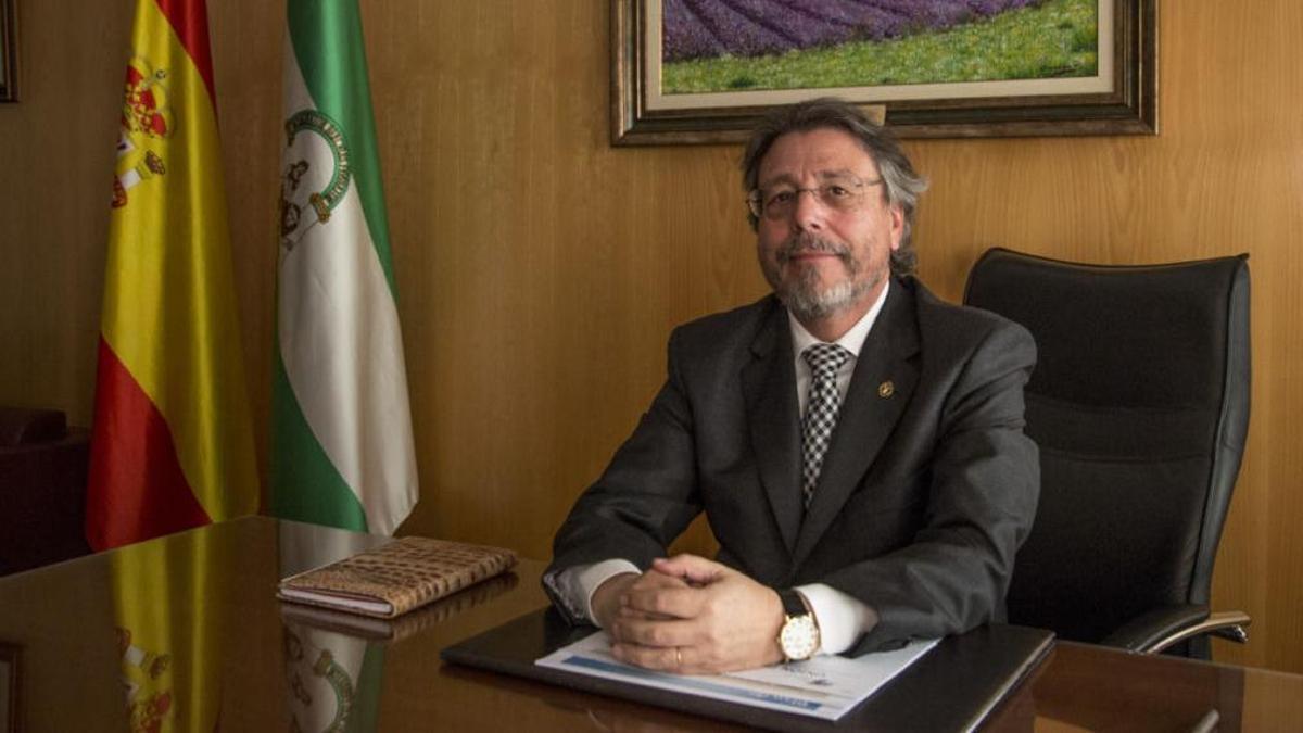 La labor de Manuel Mariano Vera al frente del COPAO está en duda después de 30 años como decano