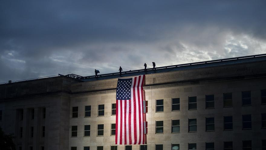 Bandera de Estados Unidos en el 19 aniversario del ataque terrorista del 9/11 al Pentágono