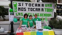 Yolanda Garcia a la izquierda junto con compañeras de las Kellys de Benidorm en una imagen antes de la pandemia.