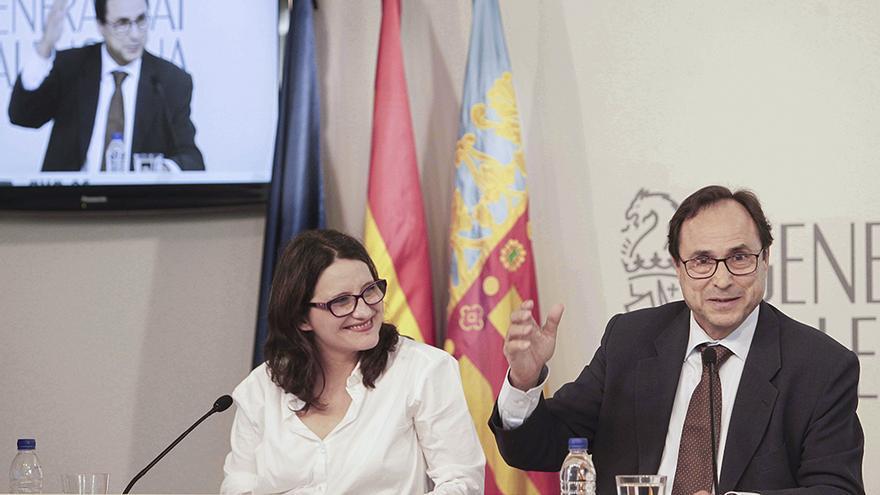 La vicepresidenta Mónica Oltra junto al conseller Vicent Soler en rueda de prensa