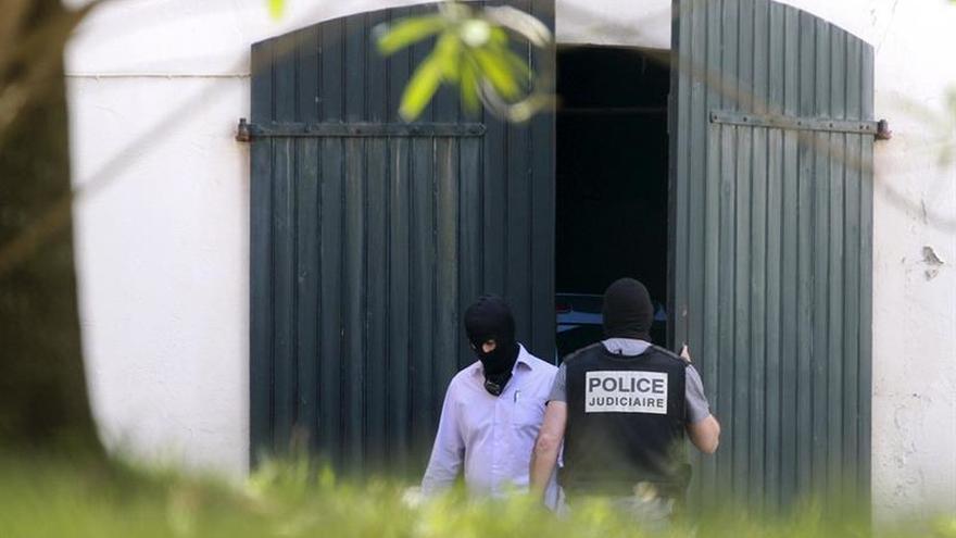 El depósito de ETA almacenaba casi 30 pistolas, 9 fusiles y material explosivo