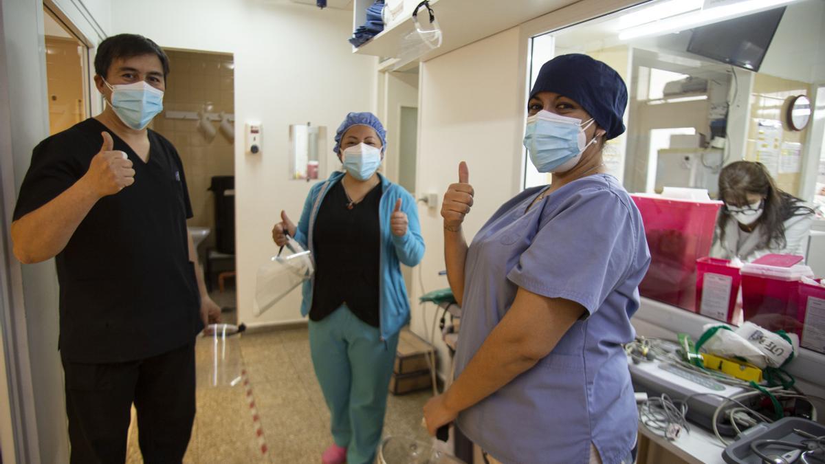 Trabajadores cuentan cómo la vacunación cambió las terapias intensivas.
