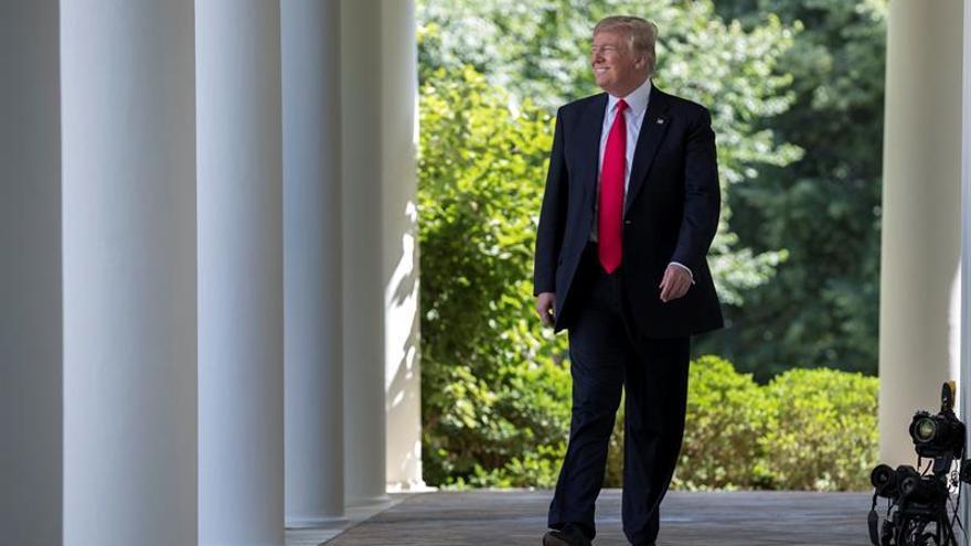 Trump se reunirá mañana con el presidente ucraniano Poroshenko en Washington