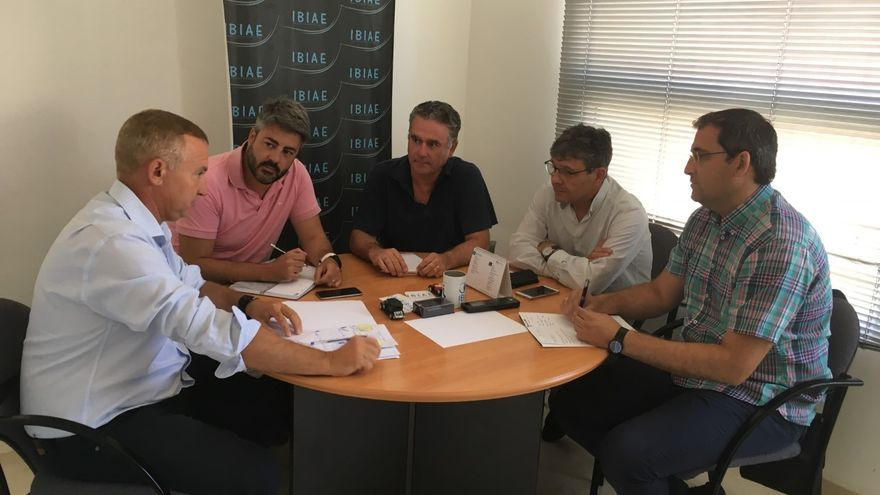 Imagen de la última reunión de representantes de las asociaciones empresariales en Ibi