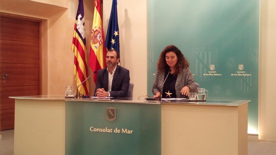 """Armengol solicita por carta una reunión con Rajoy para """"retomar los temas pendientes de Baleares"""""""