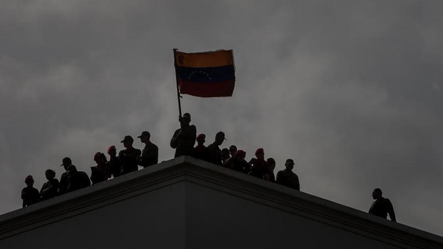 Privan de libertad a diez militares venezolanos por la muerte de 12 personas