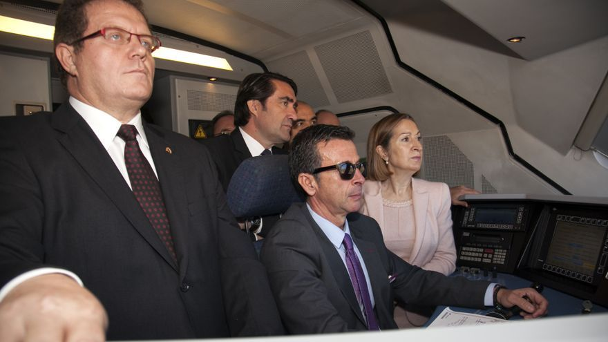 La ministra Ana Pastor, a bordo de uno de los trenes