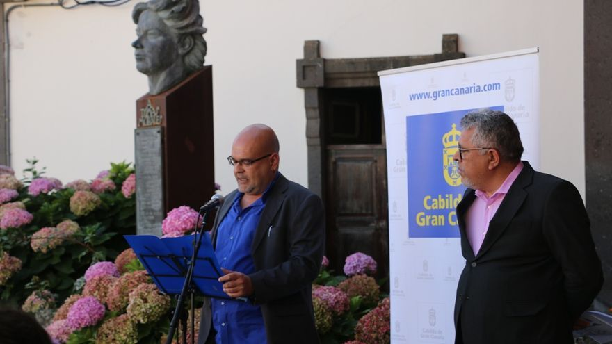 Alexis Ravelo y Guillermo Perdomo, director de la Casa-Museo Tomás Morales