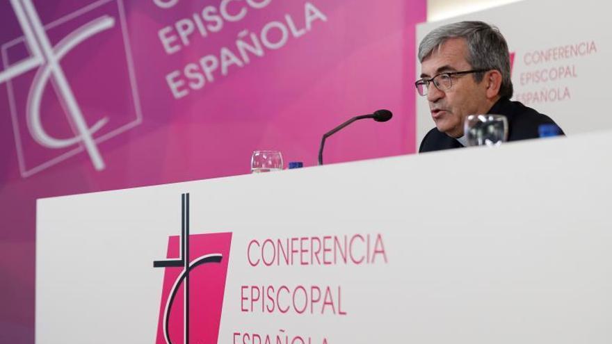Los obispos recomiendan quitar el agua bendita de las Iglesias y no darse la mano