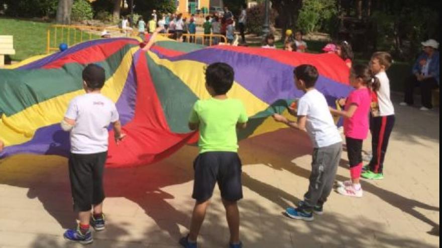 Niños en un campamento urbano municipal
