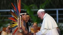 "Bolsonaro carga contra la Iglesia católica por su agenda ecologista e ""izquierdista"""