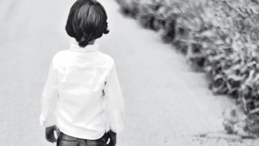 Raúl Ariza propone una reflexión sobre ese drama que viven muchas mujeres en su novela 'Un viaje solo para hombres'.