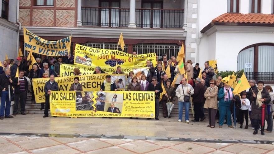 AMA inicia en Santoña actos de apoyo a afectados por derribos que seguirán por toda España