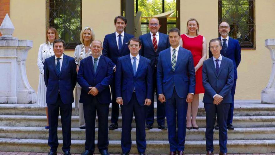 Foto de familia del Gobierno de la Junta de Castilla y León.