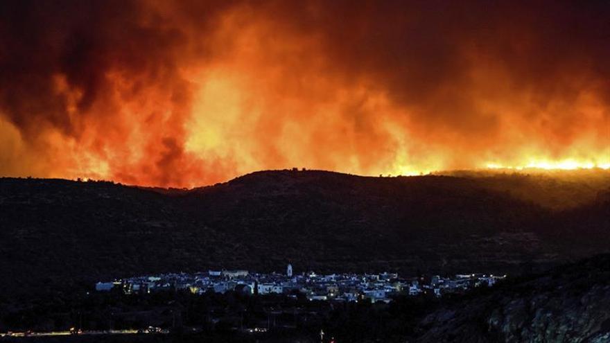 Incendio forestal devasta isla de Quíos y destroza producción de mastika