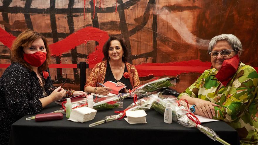 De izquierda a derecha: Marta Navarro, Ana Rioja y Pilar Aguarón.