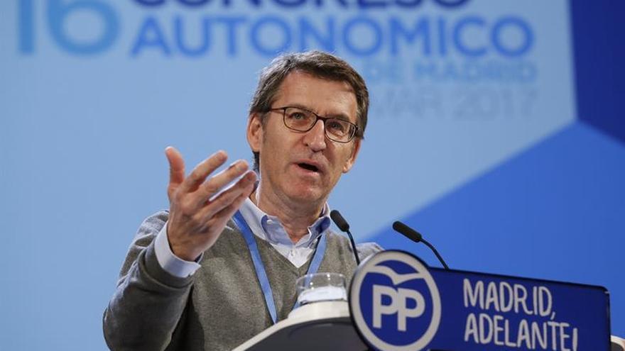 Feijóo dice que el compromiso del PP de Madrid es volver a mayorías absolutas