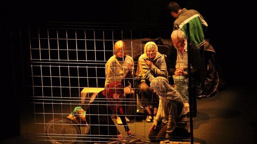 Un momento de la representación de 'Lágrimas del exódo'  en el Teatro Circo de Marte. Foto: JOSÉ AYUT.