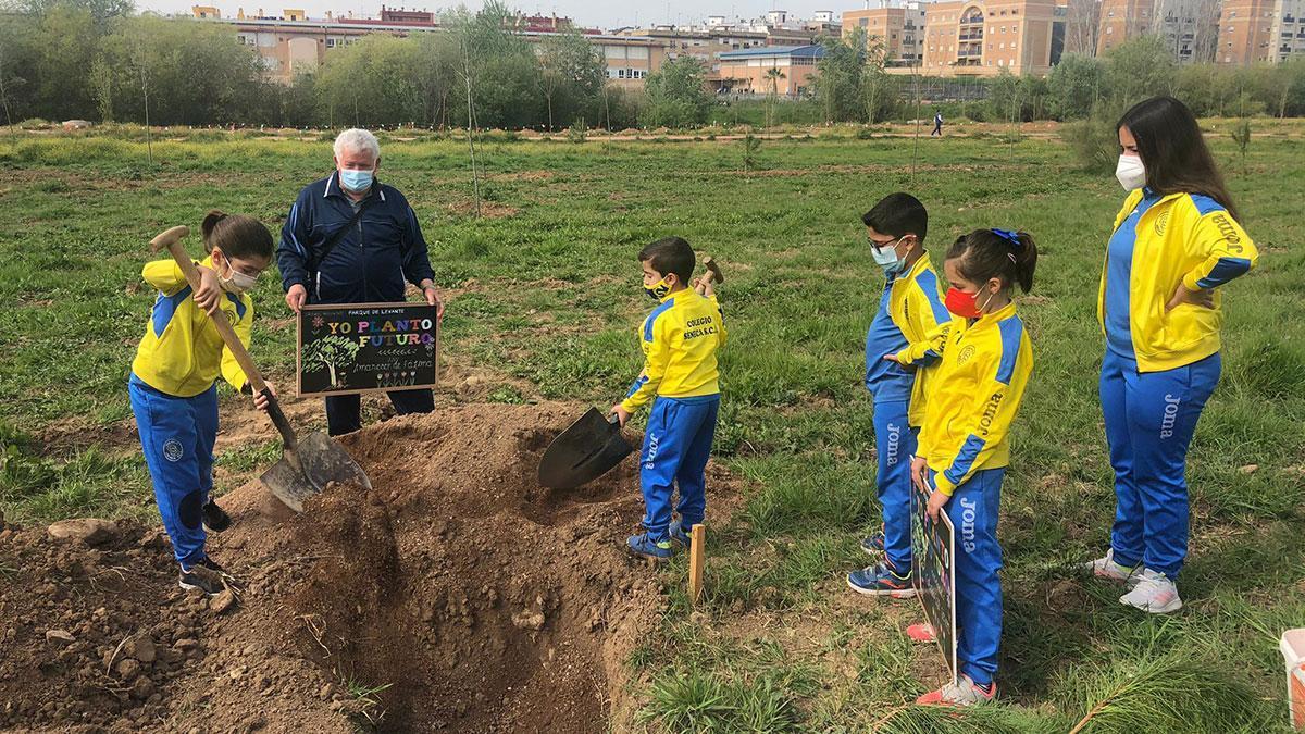 Escolares participando en la iniciativa.