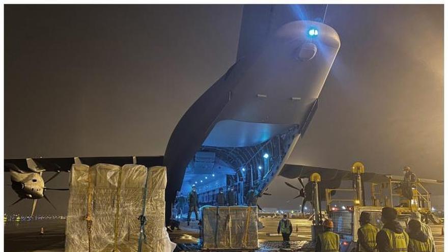 Fotografías facilitadas por el Ejército del Aire.-UnavióndelEjércitodel Aire ha llegado este domingo a la base de Torrejón (Madrid) procedente de China.