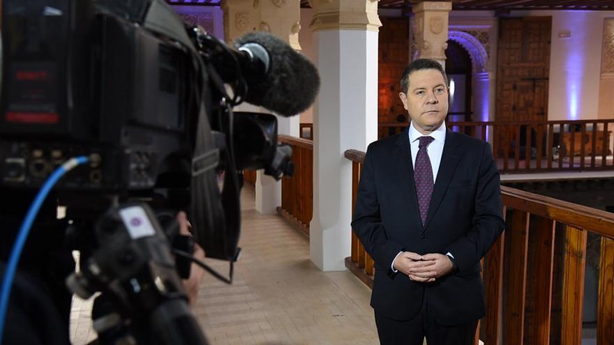 El presidente de Castilla-La Mancha durante la grabación del mensaje de Año Nuevo en el Palacio de Fuensalida