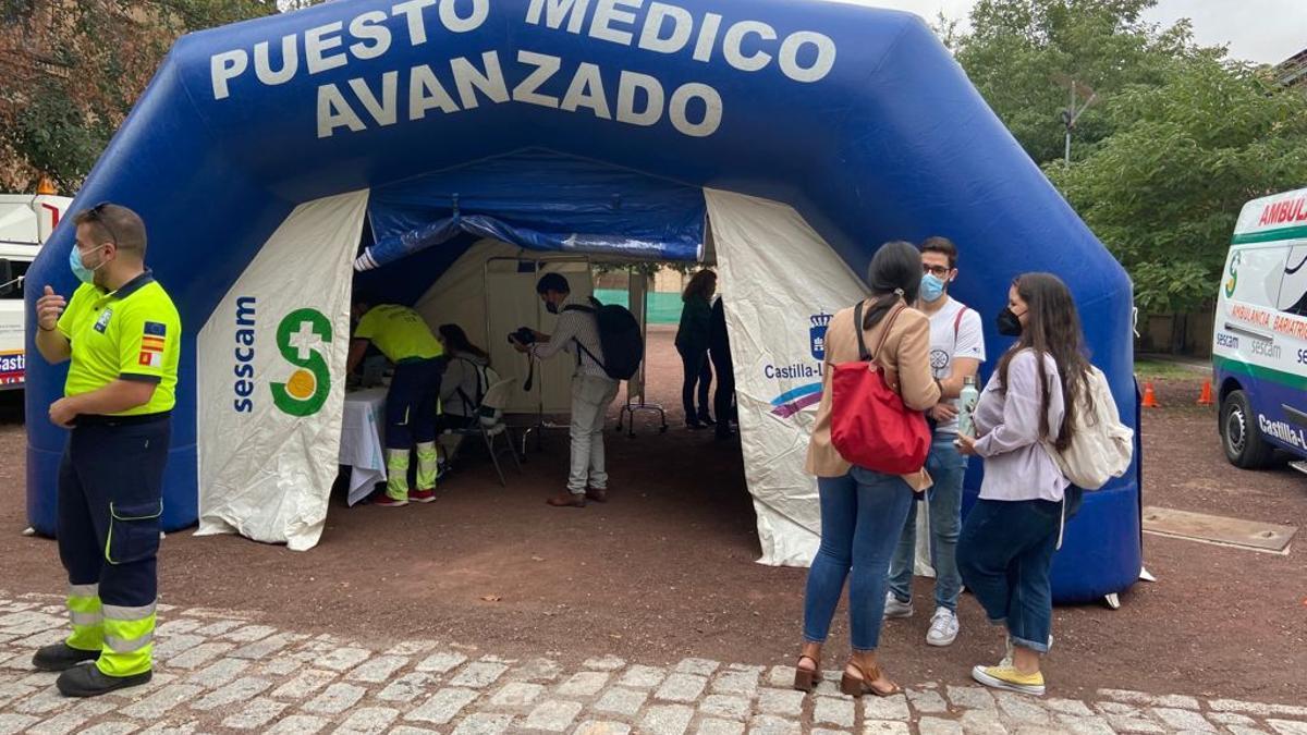 Unidad móvil de vacunación en el campus de la Fábrica de Armas de Toledo