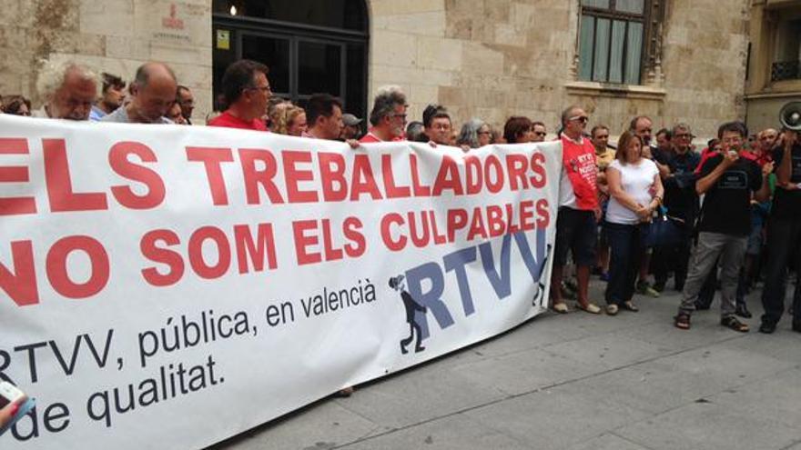 Los extrabajadores de RTVV volvieron a manifestarse ante el Palau de la Generalitat