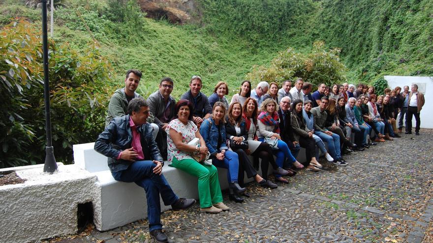 Participantes en  las quintas jornadas  que, organizadas con motivo de Día de la Escuela Unitaria, se celebraron en la Casa Luján de Puntallana.