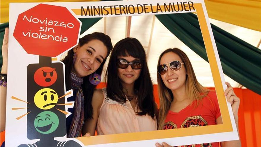 Niñas aprenden a ser madres en un albergue de menores embarazadas en Paraguay