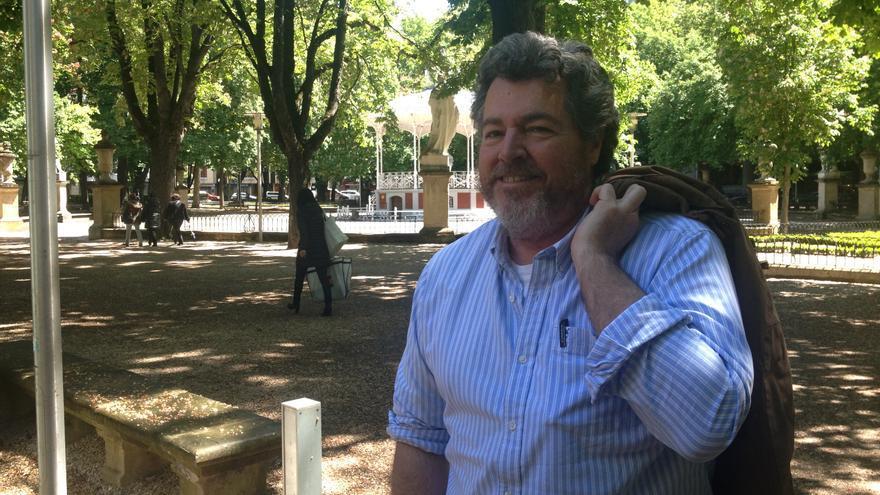 Joantxo López de Uralde, co-portavoz de Equo, en el parque de La Florida de Vitoria