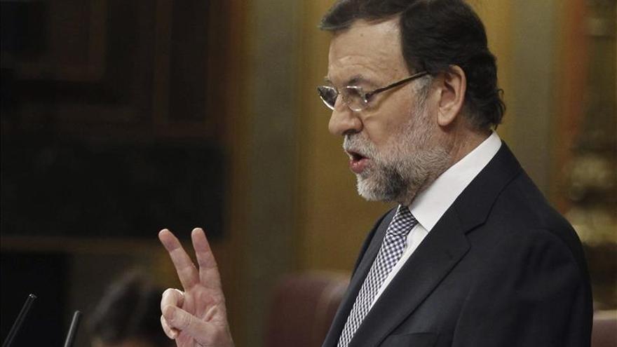 Rajoy anima a votar en las europeas y Rubalcaba bromea con las opciones de Cañete