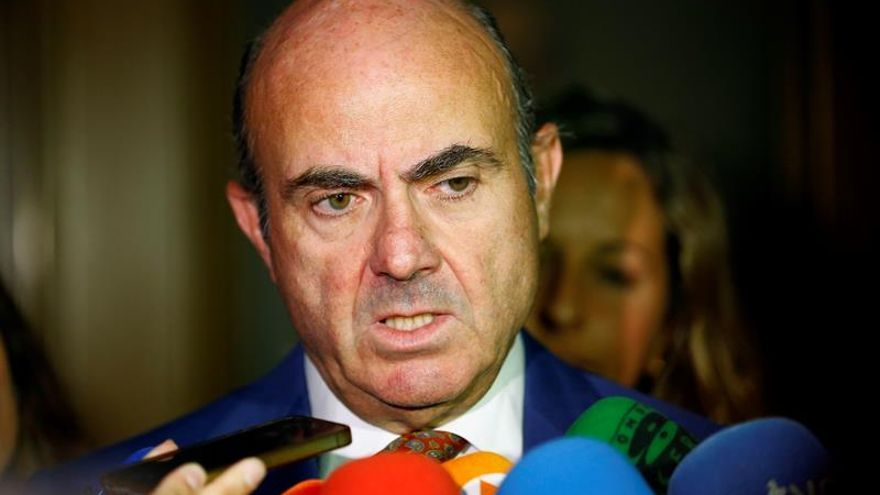 De Guindos afirma que Rita Barberá debería entregar su acta de senadora