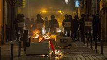 """La Policía atribuye los disturbios de la noche a """"radicales"""" y los desvincula del colectivo de manteros"""