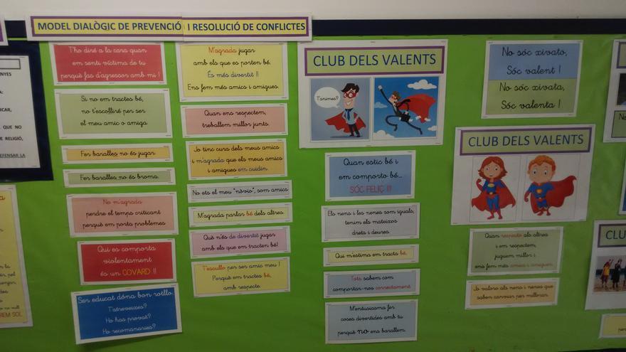 Materiales del proyecto 'El Club de los Valientes' contra el acoso escolar de La escuela Mare de Déu de Montserrat (Terrassa).