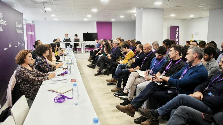 Secretarios autonómicos y dirigentes estatales de Podemos, frente a la dirección durante el Consejo Ciudadano.